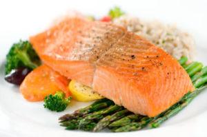 ¿Puede congelar el salmón cocido?