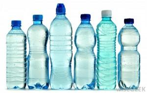 ¿Puede congelar botellas de agua?