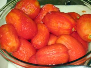 ¿Puede congelar los tomates enteros?